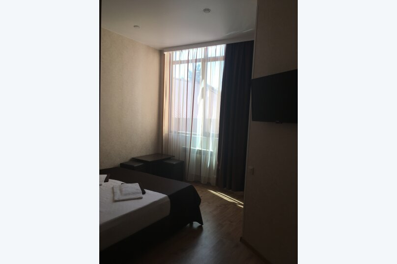 Двухместный с окном и двухспальной кроватью, улица Молокова, 10, Сочи - Фотография 2