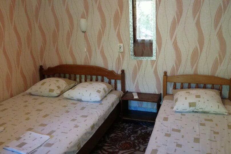 Трёхместный номер эконом (1/1), улица Лазарева, 124, Лазаревское - Фотография 1