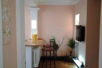 Дом, 100 кв.м. на 6 человек, 5 спален, Военно-морской переулок, 15, Феодосия - Фотография 1