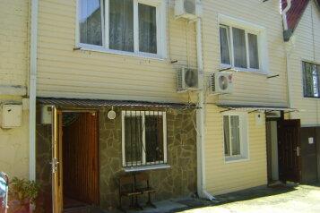 Гостевой дом, улица Солоники, 22 на 6 комнат - Фотография 1