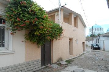 Дом в исторической части Евпатории., Училищная, 6 на 5 номеров - Фотография 1