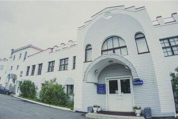 Мини-отель, улица Огни Мурманска на 39 номеров - Фотография 1