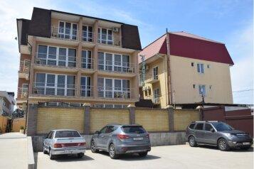"""Гостевой дом """"Колибри"""", Нижнеимеретинская улица, 139 на 19 комнат - Фотография 1"""