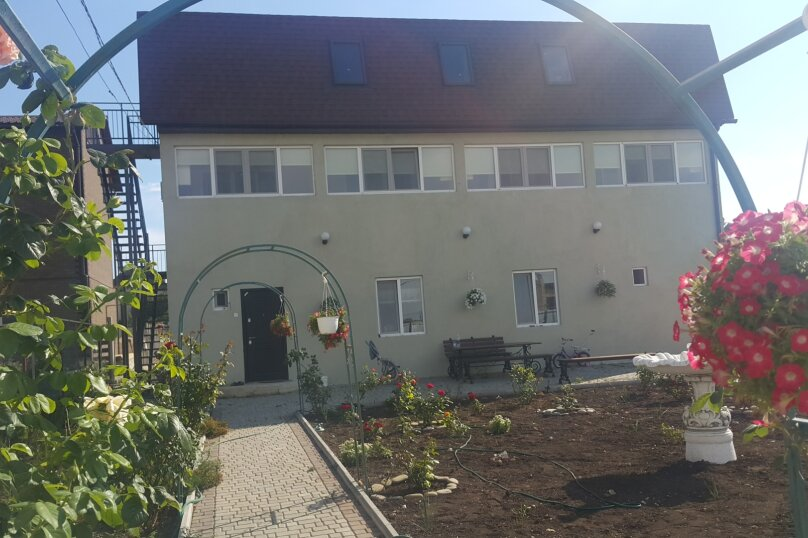 """Гостевой дом """"Домион, на Грина 21"""", улица Грина, 21 на 7 комнат - Фотография 2"""