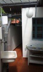 Жилье в Евпатории посуточно, 38 кв.м. на 3 человека, 2 спальни, улица Гагарина, Евпатория - Фотография 2