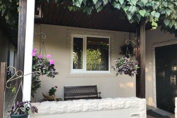 Дом для отдыха , 200 кв.м. на 10 человек, 3 спальни, Станичная, Лазаревское - Фотография 1