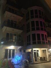 """Мини-отель """"Эдельвейс+"""", улица Богдана Хмельницкого, 44 на 15 номеров - Фотография 1"""