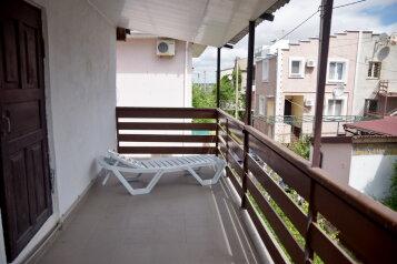Дом, 80 кв.м. на 4 человека, 2 спальни, пос. Ветеран, Парковая, 138, Штормовое - Фотография 1