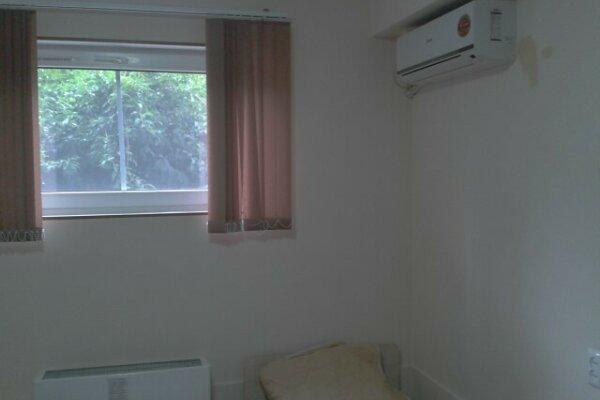 Комнаты на Малышева, улица Малышева, 7 на 3 номера - Фотография 1