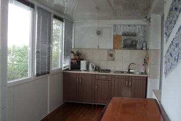 2-комн. квартира, 40 кв.м. на 5 человек, переул Больничный, 3, поселок Орджоникидзе, Феодосия - Фотография 1