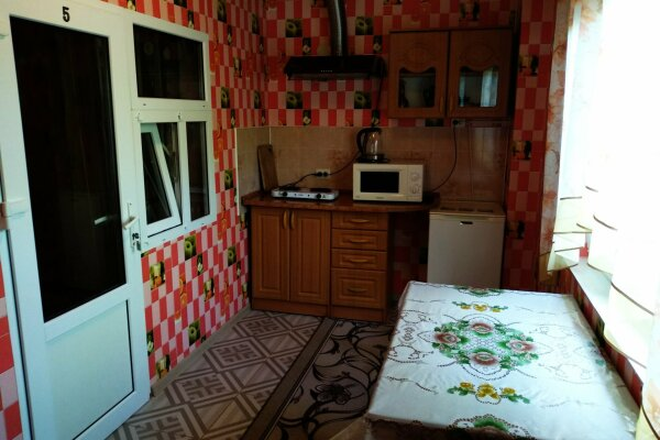 Гостевые апартаменты, 80 кв.м. на 5 человек, 2 спальни