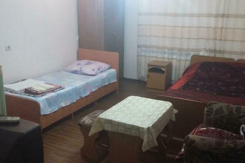 Трехместный номер с дополнительным спальным местом, улица Трудящихся, 24, Анапа - Фотография 5