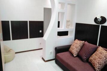 2-комн. квартира, 46 кв.м. на 6 человек, улица Павла Дыбенко, Севастополь - Фотография 1