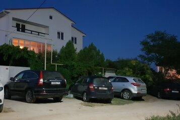 """Гостевой дом """"На Морской 10"""", улица Морская, 10 на 13 комнат - Фотография 1"""