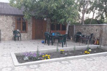 Гостевой дом на Суворовской, Суворовская улица на 10 номеров - Фотография 2
