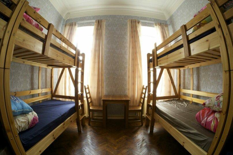 8 местный номер , 2-я линия Васильевского острова, 9, Санкт-Петербург - Фотография 1