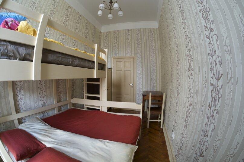 Отдельный номер с общей ванной, 2-я линия Васильевского острова, 9, Санкт-Петербург - Фотография 1