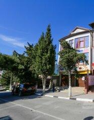 Гостевой дом, улица Грибоедова на 12 номеров - Фотография 1
