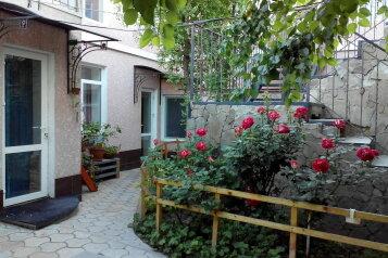 Второй этаж 2-х этажного дома с отдельным входом, 70 кв.м. на 10 человек, 3 спальни, Гражданская улица, Евпатория - Фотография 1