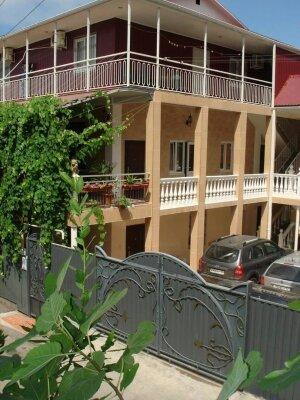 Гостевой дом, Сухумская, 9 на 10 номеров - Фотография 1