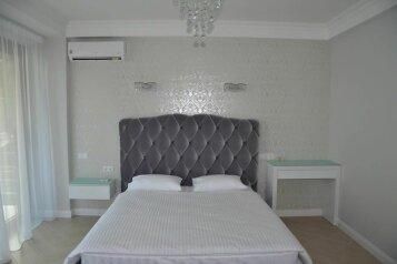 Апартаменты , улица Гагариной, 8 на 4 комнаты - Фотография 1