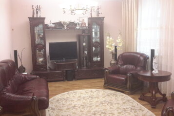 Дом, 200 кв.м. на 10 человек, 3 спальни, Миндальная улица, 6, Феодосия - Фотография 1