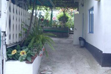 Гостевые комнаты в частном доме отдельный вход, улица Крестовского на 2 номера - Фотография 1