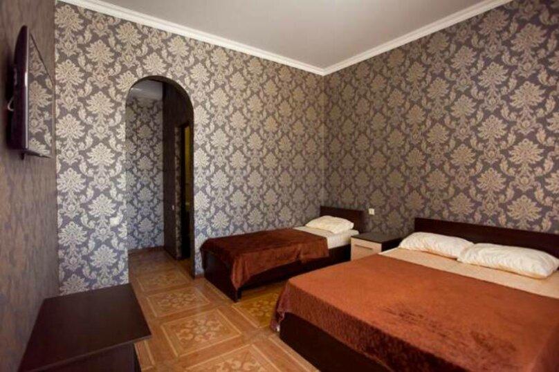 Люкс 2-х комнатный, улица Туманяна, 8, Алахадзы - Фотография 3