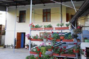 Гостевой дом, Приморская улица, 18 на 11 комнат - Фотография 1