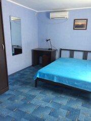 Номер с боковым видом на море:  Квартира, 4-местный (2 основных + 2 доп), 2-комнатный, Гостевой дом, улица Мира на 2 номера - Фотография 2