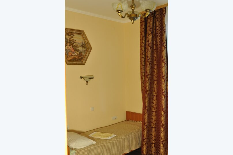 Двухкомнатный четырехместный с двумя балконами, улица Пушкина, 66, Евпатория - Фотография 1