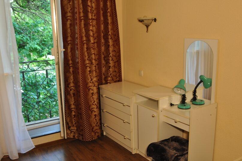 Двухкомнатный четырехместный с двумя балконами, улица Пушкина, 66, Евпатория - Фотография 3