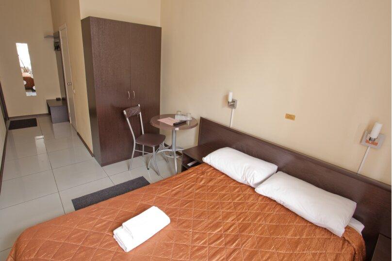 Номер с одной двухспальной кроватью, Кадетская линия , 31, Санкт-Петербург - Фотография 2