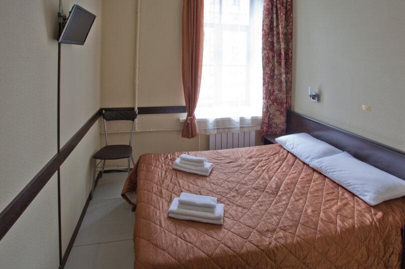 Номер с одной двухспальной кроватью, Кадетская линия , 31, Санкт-Петербург - Фотография 1