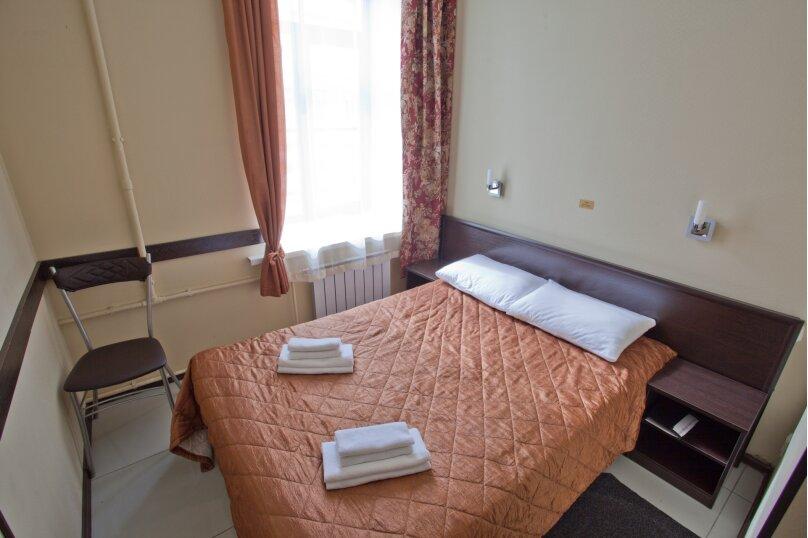Номер с одной двухспальной кроватью, Кадетская линия , 31, Санкт-Петербург - Фотография 3