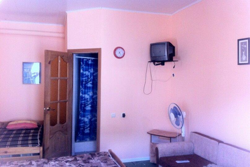 Стандартный трехместный номер с душем и санузлом, Черниговская улица, 18, Геленджик - Фотография 2