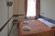 Номер с одной двухспальной кроватью:  Номер, Стандарт, 3-местный (2 основных + 1 доп), 1-комнатный - Фотография 40