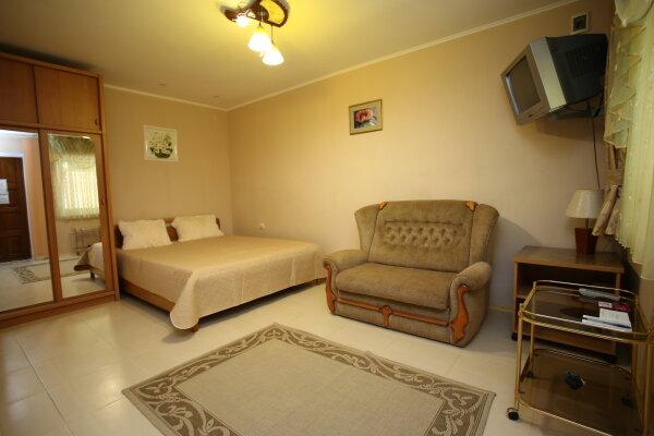 1 этаж с двориком своим под ключ, 28 кв.м. на 3 человека, 1 спальня, Русская улица, 45, Феодосия - Фотография 1