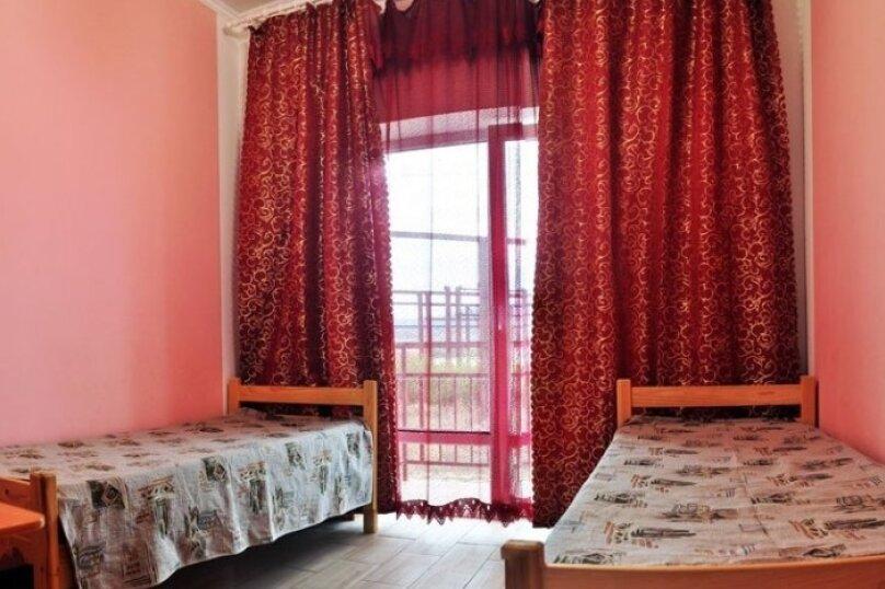 Стандартный двухместный номер с душем и санузлом, Черниговская улица, 18, Геленджик - Фотография 1