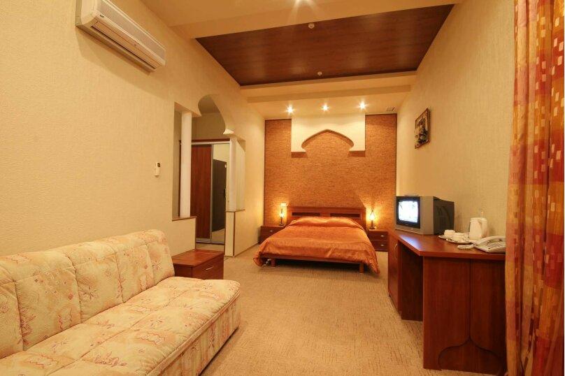 Улучшенный однокомнатный Junior Suite номер, улица Калича, 13, Севастополь - Фотография 1