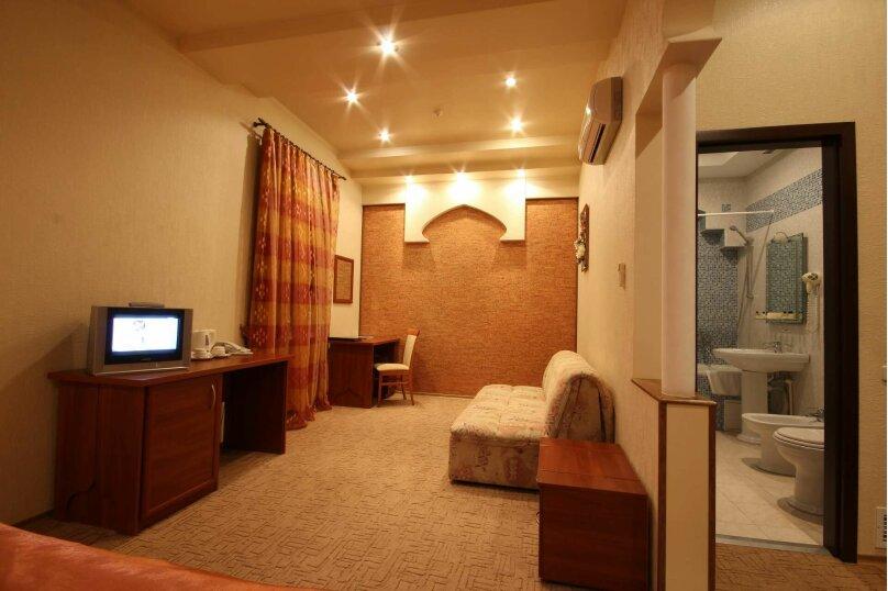 Улучшенный однокомнатный Junior Suite номер, улица Калича, 13, Севастополь - Фотография 2