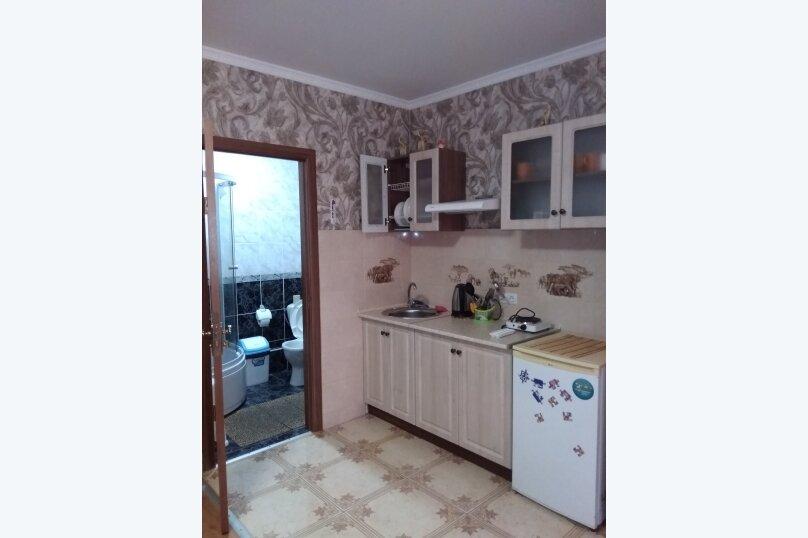 Гостевой дом в 10 минутах от моря с балконами, улица Ленина, 33/2 на 2 комнаты - Фотография 9