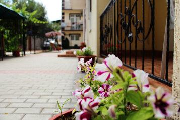 """Гостевой дом """"Бирлик"""", Набережная улица, 7 на 57 комнат - Фотография 1"""