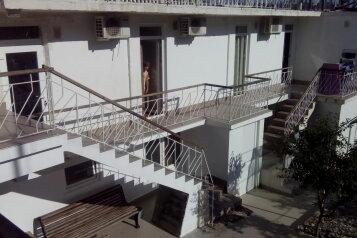 """Гостевой дом """"На Ленина 22"""", улица Ленина, 22 на 5 комнат - Фотография 1"""