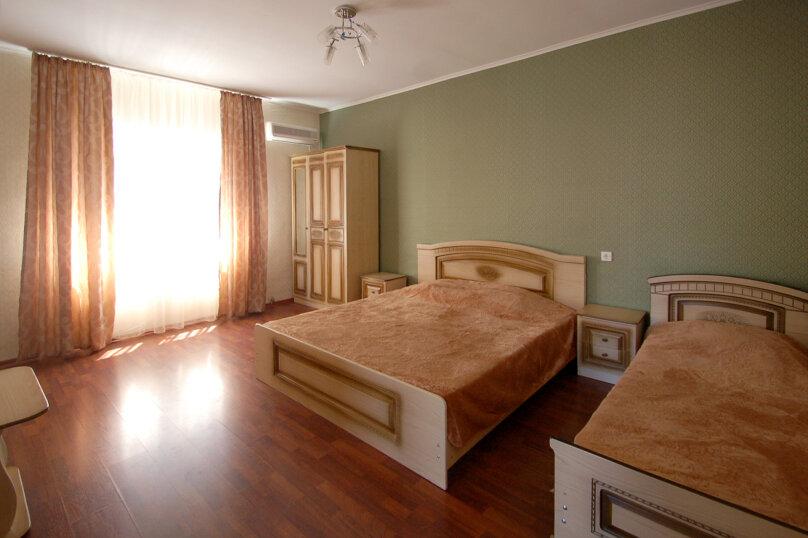 Комфортное размещение в двух смежных комнатах, с балконом, 2 этаж , улица Кирова, 9Б, Дивноморское - Фотография 3