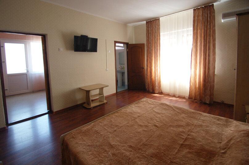 Комфортное размещение в двух смежных комнатах, с балконом, 2 этаж , улица Кирова, 9Б, Дивноморское - Фотография 4