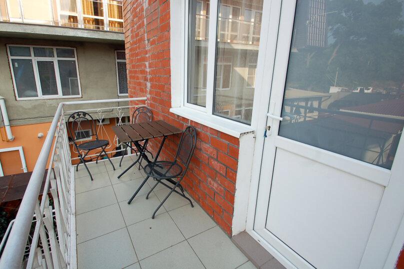 Комфортное размещение в двух смежных комнатах, с балконом, 2 этаж , улица Кирова, 9Б, Дивноморское - Фотография 6