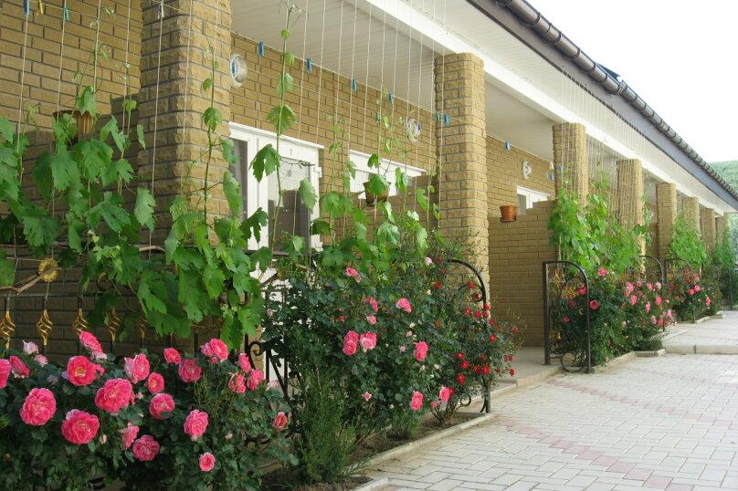 """Гостевой дом """"Александрия"""", Крымская, 17 на 12 комнат - Фотография 2"""