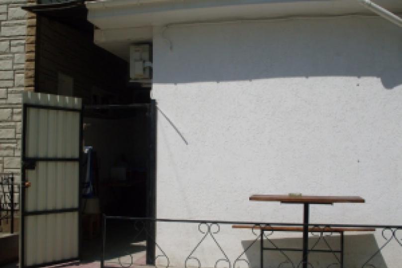 комната №8 (двухместная), Земская улица, 5, Феодосия - Фотография 3