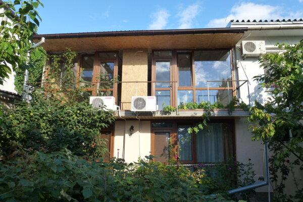 """Гостевой дом """"Лавровый"""", Кооперативный переулок, 6 на 4 комнаты - Фотография 1"""